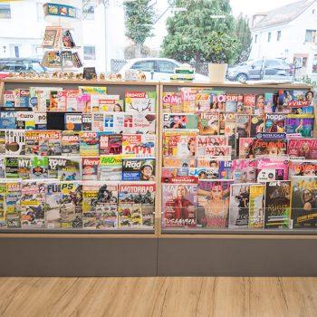 Schreibwarenladen: Zeitschriftenregal